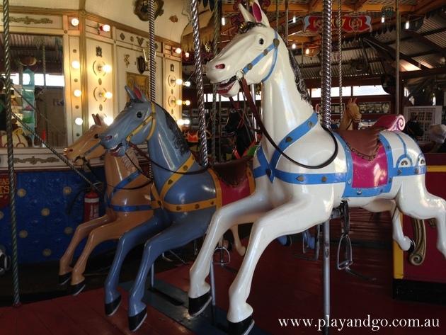 semaphore-carousel-horses3