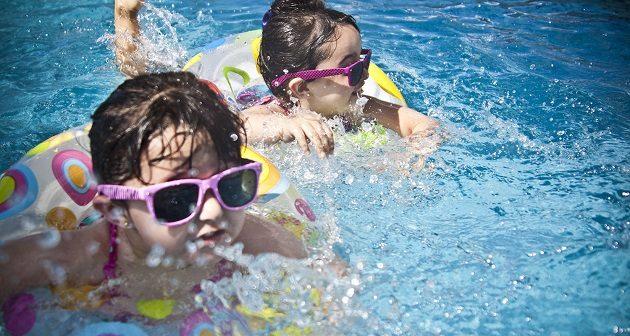 kids-swimming-toddler-pirate-pool splash waterpark