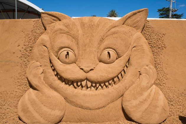 Alice cat sand sculpture