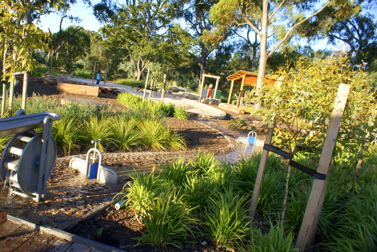 bonython park water apparatus and sand pit play and go