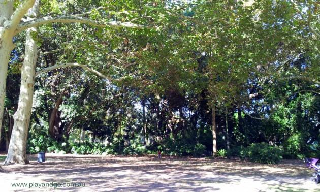 Minifigs at Botanic Garden (1)