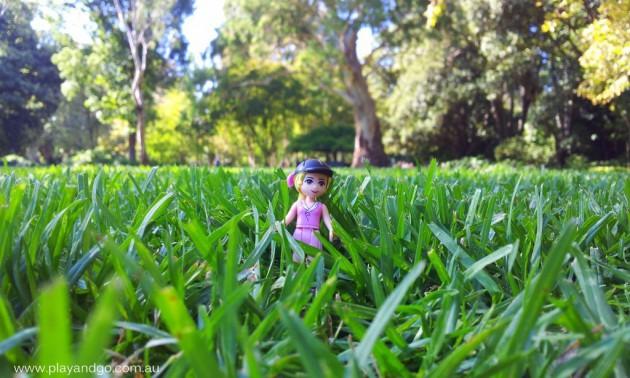 Minifigs at Botanic Garden (10)