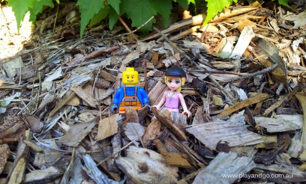 Minifigs at Botanic Garden (3)