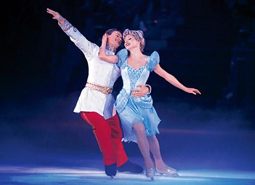 disney on ice dare to dream 2 skaters