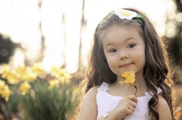 my family photos child-girl-yellow-daffodils-flowers-spring-hd-wallpaper-600x395