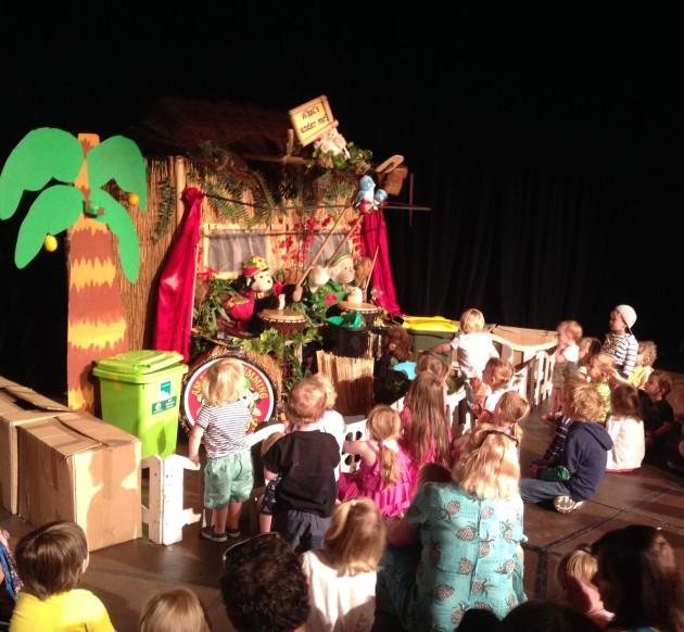 Amazing drumming monkeys audience
