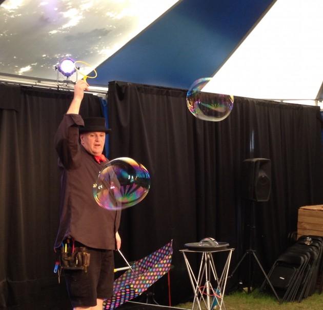 Pop bubbleman stage