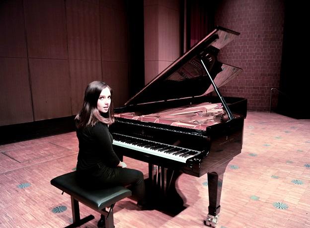 Mekhla Kumar at piano - photo credit Stockholm Pure