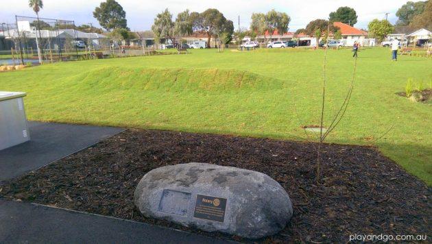 Jervois St grassy mound