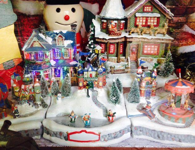 Skylark Close Christmas Lights Miniature Display