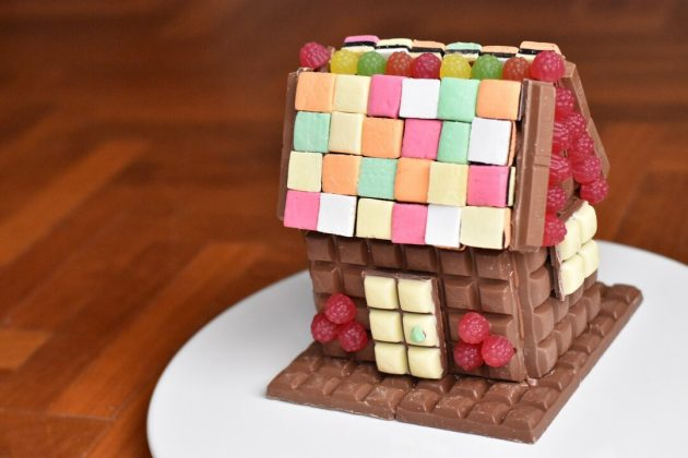 chocolate house birthday cake