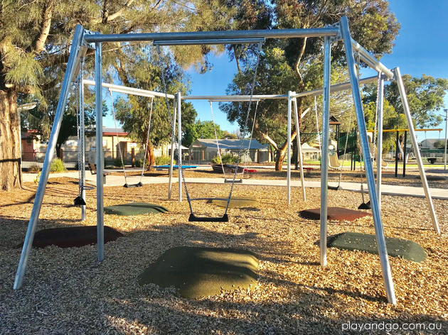 Loxton Playground multi swings