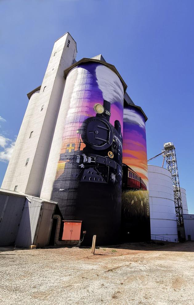 Farrell Flat silo art
